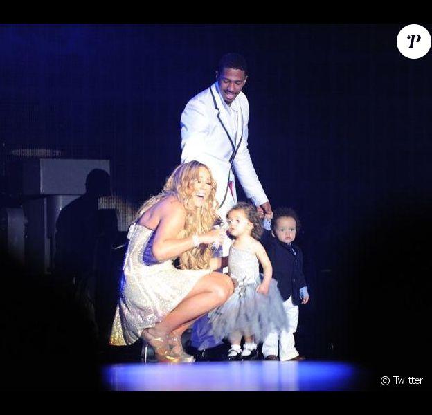 Mariah Carey a fêté le passage à l'année 2013 en Australie. Elle a donné un concert le premier janvier et fait monter ses jumeaux sur scène.