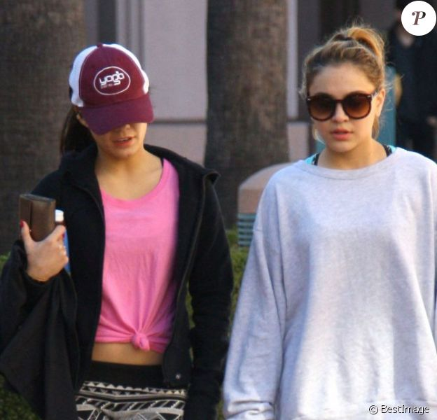 Vanessa Hudgens et sa soeur Stella vont déjeuner avec une amie au Kings Road Cafe à Studio City, le 8 janvier 2013.