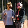 Vanessa Hudgens et sa soeur vont déjeuner avec une amie au Kings Road Cafe à Studio City, le 8 janvier 2013.