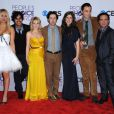 Les stars de The Big Bang Theory : Kaley Cuoco, Kunal Nayyar, Melissa Rauch, Simon Helberg, Mayim Bialik, Jim Parsons, Johnny Galecki - aux 39e People's Choice Awards au Dolby Theatre à Los Angeles, le 9 janvier 2013.