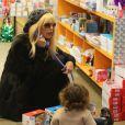 Rachel Zoe et son jeune fils Skyler Berman font du shopping à Los Angeles, le 9 janvier 2013.