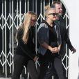 Malin Akerman, enceinte, et son mari Roberto Zincone vont déjeuner au restaurant avec des amis à West Hollywood, le 10 janvier 2013.
