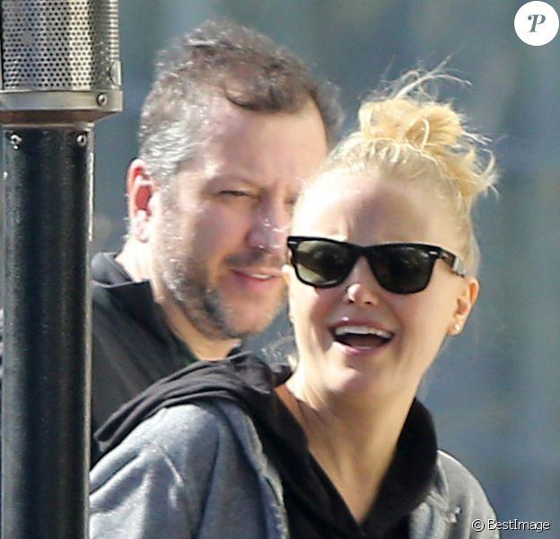 Malin Akerman, radieuse et enceinte, avec son mari Roberto Zincone vont déjeuner au restaurant avec des amis à West Hollywood, le 10 janvier 2013.