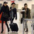 Marie, Alban et Capucine à l'aéroport à Roissy Charles de Gaulle le 14 janvier 2013 pour participer à la saison 5 des Anges de la télé-réalite à Miami.