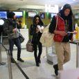 Nabilla, Thomas et Benjamin à l'aéroport à Roissy Charles de Gaulle le 14 janvier 2013 pour participer à la saison 5 des Anges de la télé-réalite à Miami.