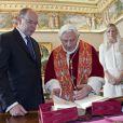 Rencontre du prince Albert II de Monaco et de la princesse Charlene avec le pape Benoît XVI, le 12 janvier 2013 au Vatican.