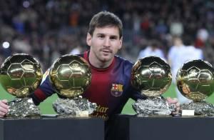 Lionel Messi présente au Camp Nou ses quatre Ballons d'or, fier de son record