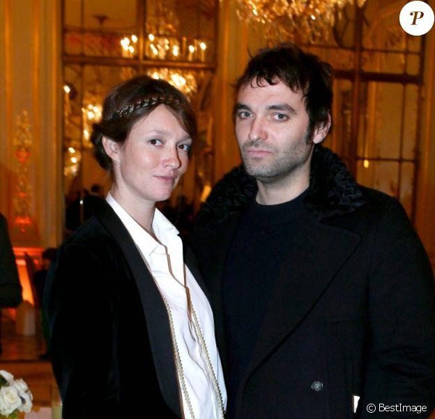 Audrey Marnay, enceinte de son troisième enfant et son compagnon Virgile Bramly lors de la traditionnelle Galette des Reines de l'hôtel Le Meurice à Paris le 12 janvier 2013
