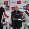 """Teddy Riner remet le prix """"Le cheval a du Coeur"""" à l'Hippodrome de Paris-Vincennes, le dimanche 20 janvier 2013."""