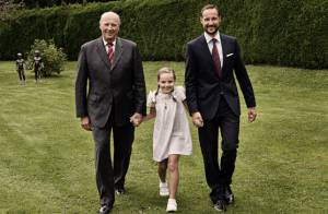 Princesse Ingrid Alexandra : La petite reine a 9 ans et pose entre papy et papa