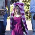 Jennifer Garner va faire du shopping chez Fred Segal avec sa fille Violet à Santa Monica, le 21 janvier 2013. Violet porte un chapeau en forme de chat, violet et rose adorable, façon Chat du Cheshire dans  Alice au Pays des merveilles .
