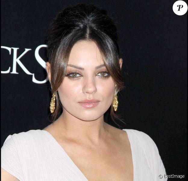 La superbe Mila Kunis, ici pour la première de Black Swan à New York (30 novembre 2010), pourrait tenir le rôle féminin principal de l'adaptation Fifty Shades of Grey. C'est en tout cas ce qu'elle souhaite.
