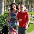 Le comédien Frankie Muniz et sa fiancée Elycia Turnbow se promènent à Hawaï, le 24 janvier 2013.