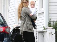 Elizabeth Berkley : Gaga de son fils Sky, elle le présente à toutes ses copines