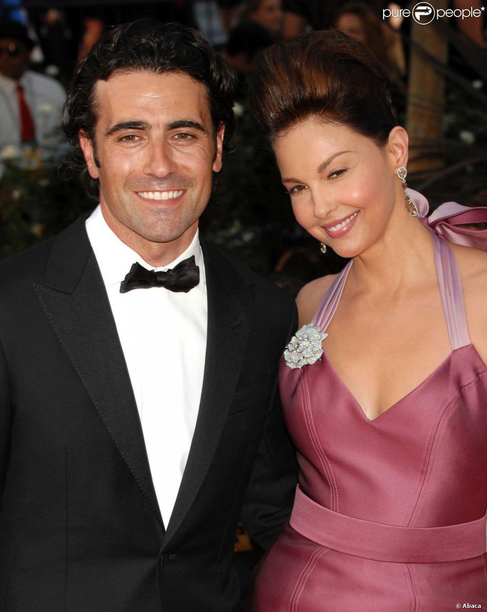Après 11 ans de mariage, Ashley Judd et Dario Franchitti se séparent. Il étaient ici ensemble lors la 64e cérémonie des Emmy Awards, le 23 septembre 2012 à Los Angeles.