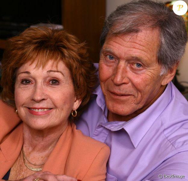L'actrice Marion Game prend la pose chez elle avec son compagnon actuel, Jean-Claude. Le 1er décembre 2012.