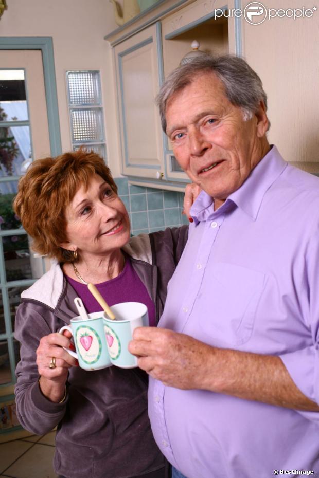 Marion game prend la pose chez elle le 1er d cembre 2012 - Marion game et son mari ...