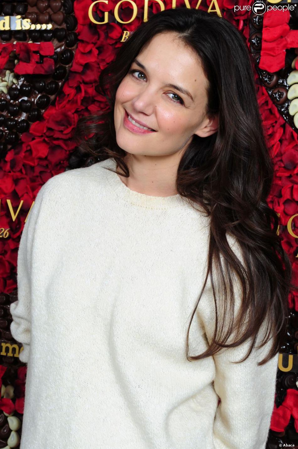 La jolie Katie Holmes au lancement du concours Share Love pour la Saint Valentin, chez Godiva, au Rockefeller Center à New York City, le 31 janvier 2013.