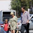 Michelle Williams et Jason Segel vont chercher Matilda à Los Angeles le 6 août 2012