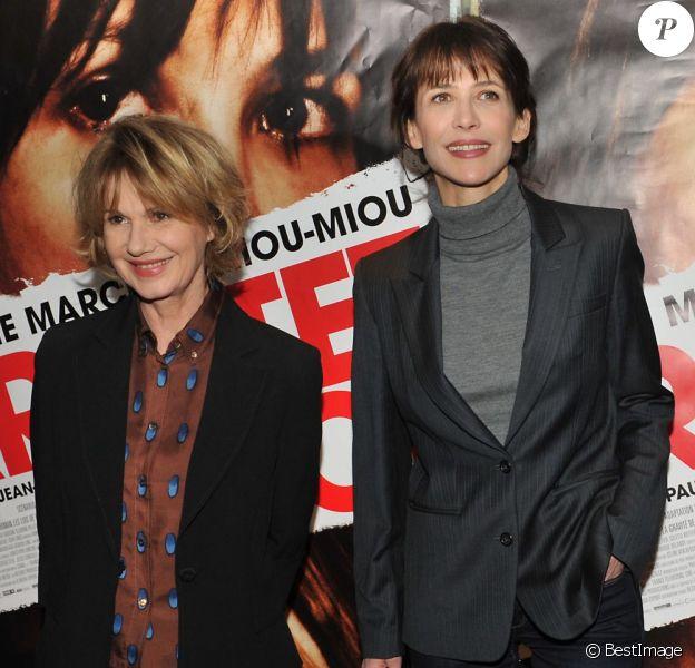 Miou Miou et Sophie Marceau lors de l'avant-première du film Arrêtez-moi à Paris le 5 février 2013
