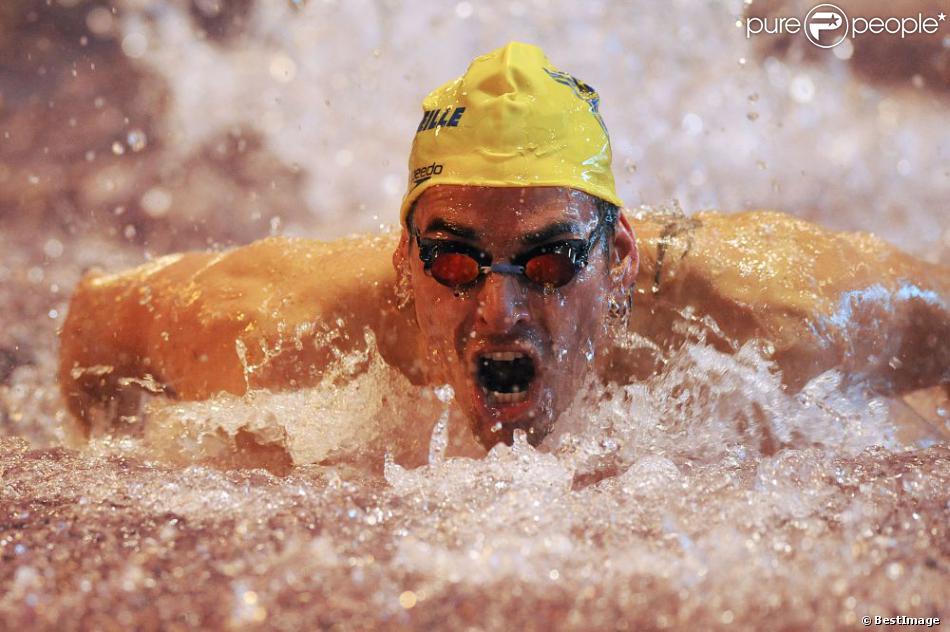 Camille lacourt au swim show la piscine olympique de for Piscine courbevoie