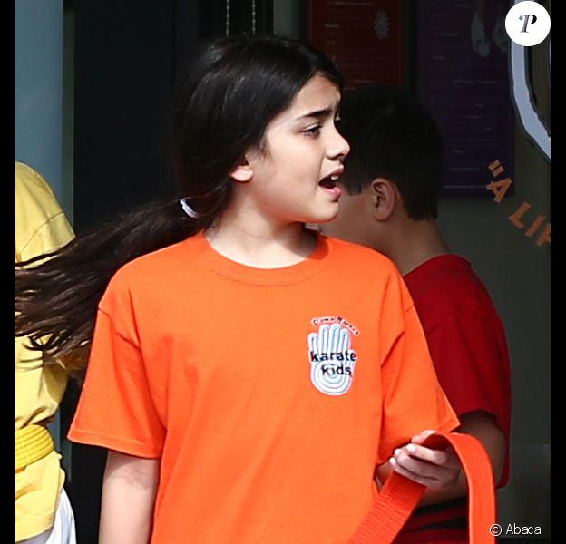 Blanket Jackson à la sortie de son cours de karaté à Los Angeles, le 10 février 2013. Il jeune garçon affiche fièrement sa ceinture orange.