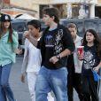 Les enfants du chanteur Michael Jackson, Paris, Prince et Blanket, se rendent au cinéma à Los Angeles, le 4 février 2012.