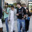 Les enfants de Michael Jackson, Paris, Prince et Blanket, se rendent au cinéma à Los Angeles, le 4 février 2012.