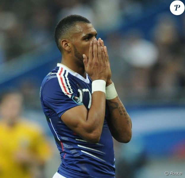 Yann M'Vila lors du match France - Roumanie au Stade de France de Saint Denis le 9 octobre 2010