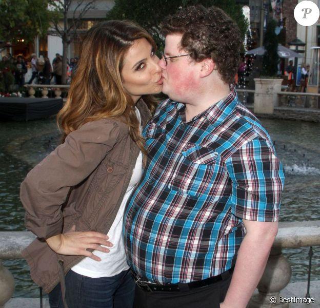 Maria Menounos embrasse Jesse Heiman à Los Angeles, le 14 février 2013.