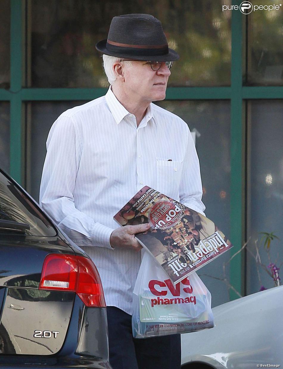 Steve Martin va à la pharmacie à Santa Barbara, le 17 fevrier 2013.