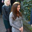 Kate Middleton, enceinte de cinq mois, à la Hope House de Londres le 19 février 2013, un foyer pour femmes alcooliques ou toxicomanes géré par Action on Addiction, dont elle est la marraine.