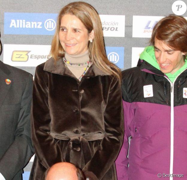 L'infante Elena d'Espagne radieuse lors de la cérémonie d'ouverture des championnats du monde handisport de ski alpin à Gérone, le 19 février 2013. La compétition se déroule à La Molina jusqu'au 28 février.