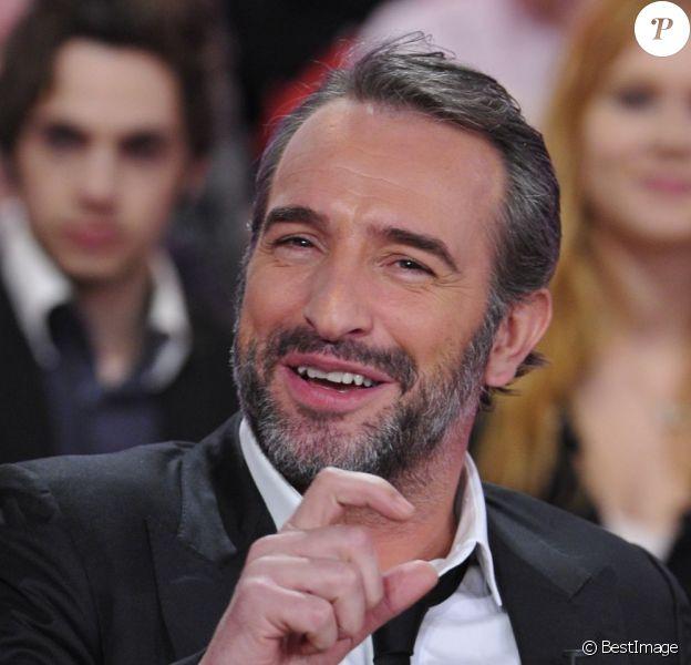 Jean Dujardin radieux pendant l'émission Vivement Dimanche à Paris le 20 février 2013. Le programme sera diffusé le 24 février.