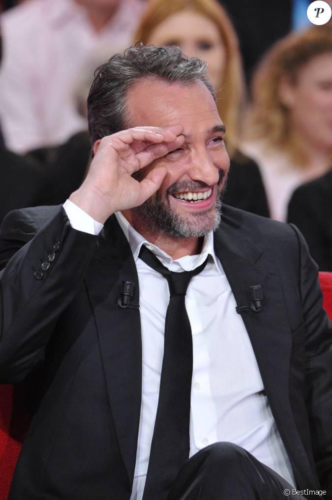 Jean dujardin clate de rire pendant l 39 enregistrement de l for Dujardin rire