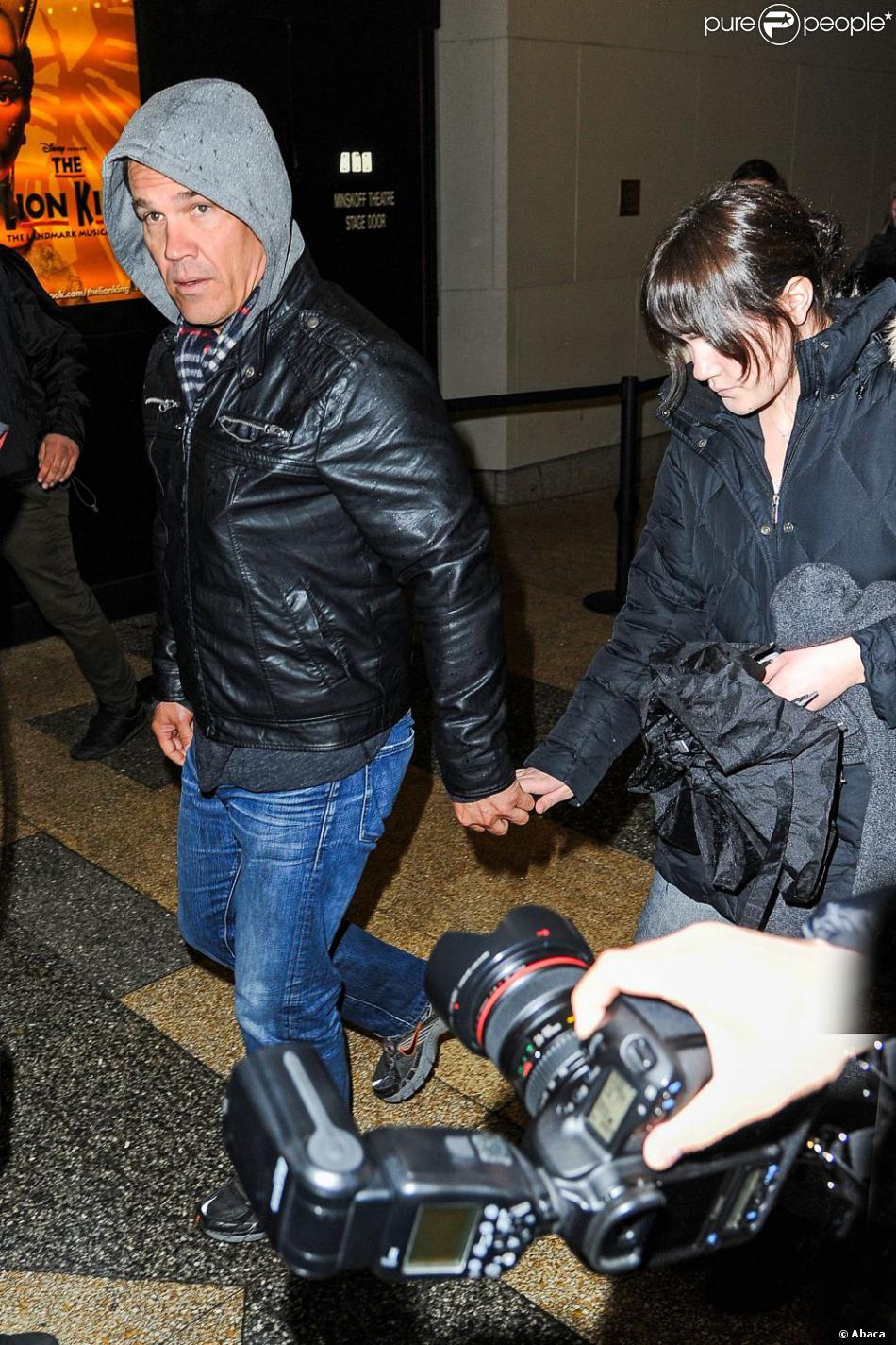 Josh Brolin, en instance de divorce avec Diane Lane, accompagnait sa fille Eden au Minskoff Theatre de New York samedi 23 février 2012 pour aller voir une représentation du  musical   Le Roi Lion .