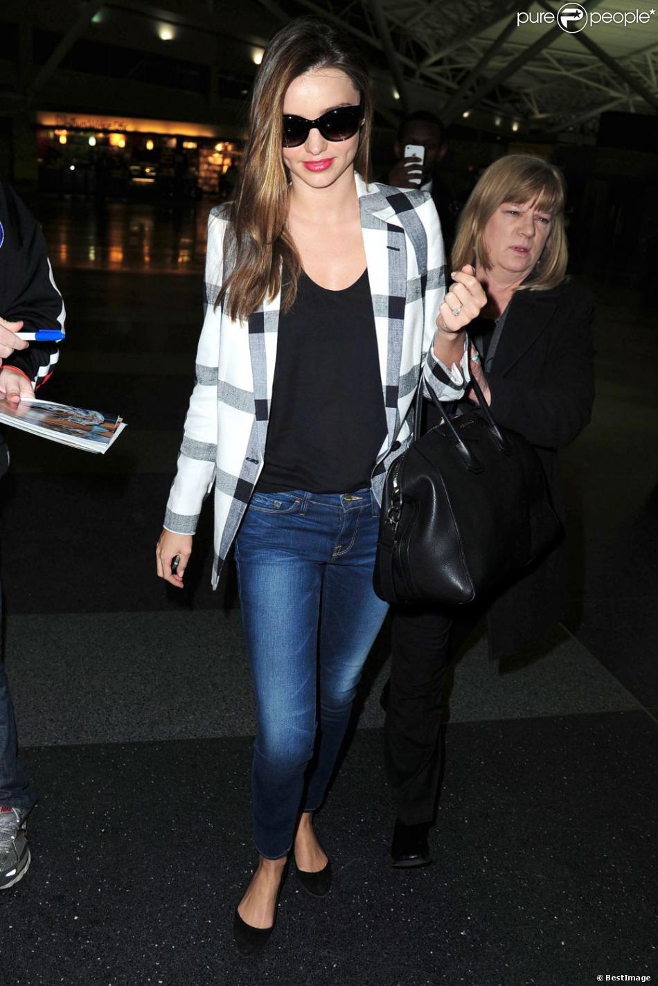 Miranda Kerr, très chic à son arrivée à l'aéroport de New York le 25 février 2013.