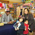 Dennis Rodman lors de la signature de son livre pour enfants Dennis the wild bull, à la librairie Anderson's Bookstore à Naperville le 2 février 2013