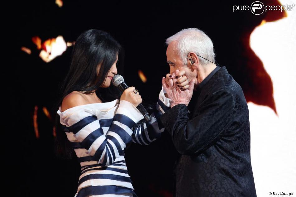 Anggun et Charles Aznavour lors de l'enregistrement de l'émission Hier Encore à l'Olympia (diffusée le 2 mars) à Paris le 10 janvier 2013