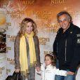 Lara Fabian, Gérard Pullicino et leur fille Lou à la première du film  Blanche Neige  à Paris, le 1er avril 2012.