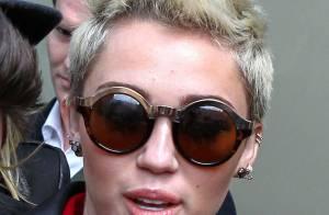 Miley Cyrus : Sans sa bague de fiançailles, elle fait encore taire les rumeurs