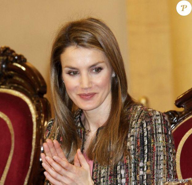 La princesse Letizia d'Espagne préside une cérémonie pour la Fédération espagnole des maladies rares (FEDER), à Madrid, le 8 mars 2013.