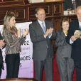 La princesse Letizia d'Espagne a notamment récompensé le sélectionneur de l'équipe nationale de football espagnole, le très respecté Vicente del Bosque, à l'occasion d'une cérémonie pour la FEDER, à Madrid, le 8 mars 2013.