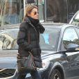 La princesse Letizia d'Espagne fait du shopping toute seule dans les rues de Madrid le 6 mars 2013.