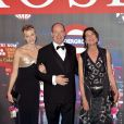 Charlene et Albert de Monaco avec Caroline de Hanovre lors du Bal de la Rose en mars 2012
