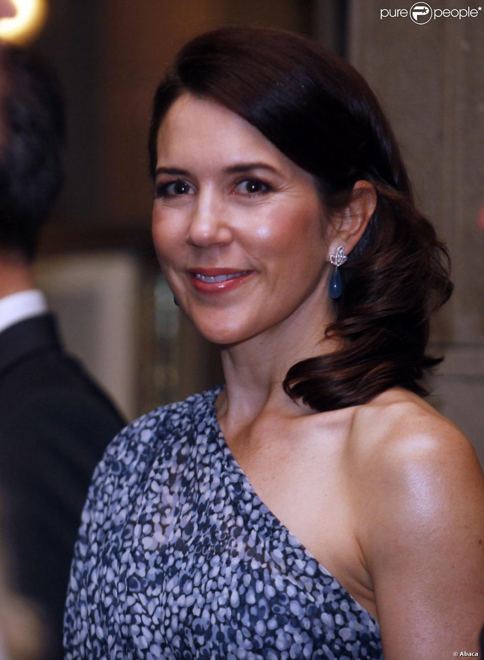 Le prince Frederik et la princesse Mary de Danemark ont participé à un dîner officiel organisé en leur honneur au Club de la Union à Santiago au Chili. Le 13 mars 2012.