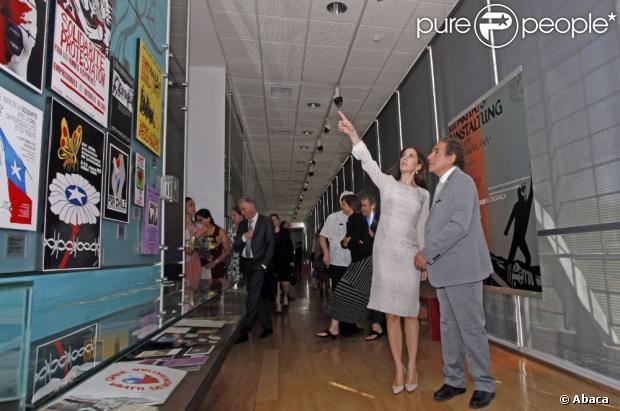 La princesse Mary a participé à l'inauguration d'une conférence dano-chilienne sur l'éducation des Droits de l'Homme. A cette occasion, l'Institut danois des Droits de l'Homme a lancé un nouveau matériel de formation. Après la cérémonie d'ouverture, la princesse a visité l'exposition permanente du musée, qui témoigne des violations des droits humains qui ont eu lieu pendant la dictature militaire de 1973 à 1990, sous Augusto Pinochet.