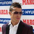 Cristiano Ronaldo, pensif au moment de recevoir le prix Di Stefano qui récompense le meilleur joueur de la saison passée du championnat espagnol lors des Trofeos Marca qui se déroulaient au palais de Cibeles à Madrid le 18 mars 2013