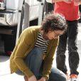 Sara Gilbert, accompagnée de sa petite amie Linda Perry, se promène avec ses enfants Levi et Sawyer à Studio City à Los Angeles, le 19 mars 2013.