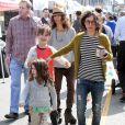 Sara Gilbert, accompagnée de sa petite amie Linda Perry, se promène avec ses adorables enfants Levi et Sawyer à Studio City à Los Angeles, le 19 mars 2013.